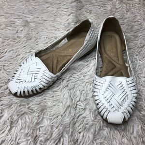 Naturalizer Cut Out White Flats!